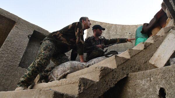 Los militares del Ejército Sirio en las afueras de Damasco - Sputnik Mundo