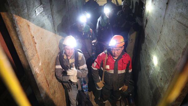 La operación de rescate en la mina Mir de Yakutia - Sputnik Mundo