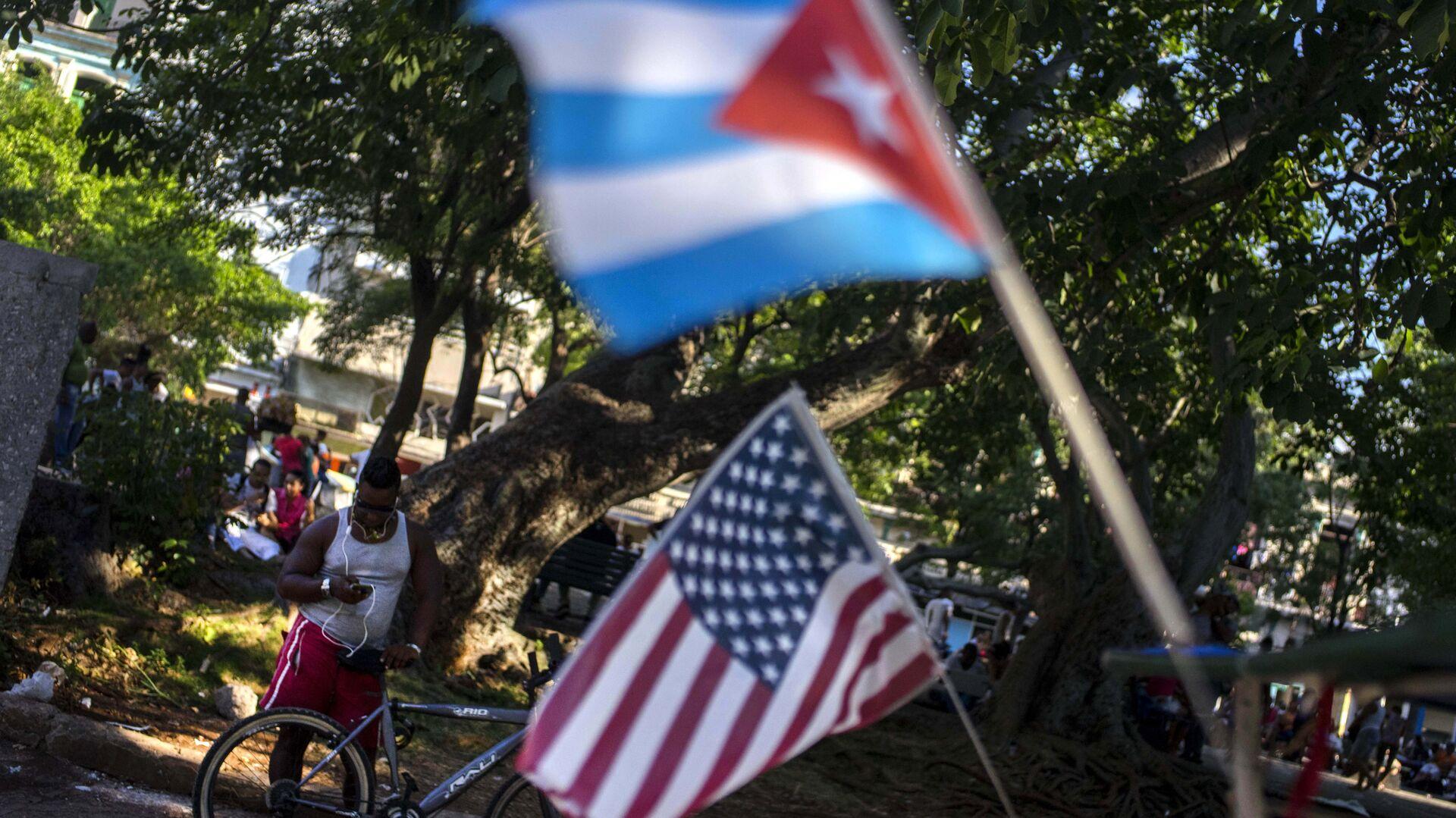 Las banderas de Cuba y EEUU (archivo) - Sputnik Mundo, 1920, 19.02.2021