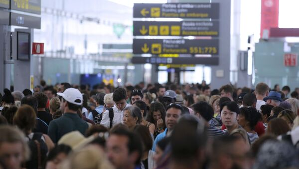 Pasajeros en el aeropuerto de Barcelona - Sputnik Mundo