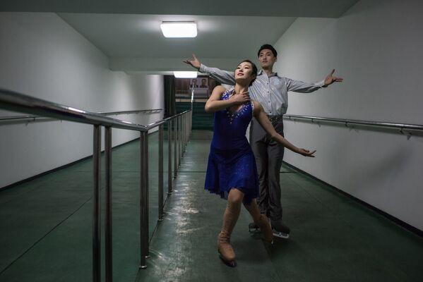 Los patinadores Nam Yong-Myong y Choe Min - Sputnik Mundo
