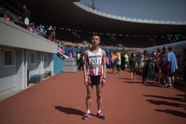El corredor Pak Chol, tras el triunfo en una maratón en  Pyongyang - Sputnik Mundo