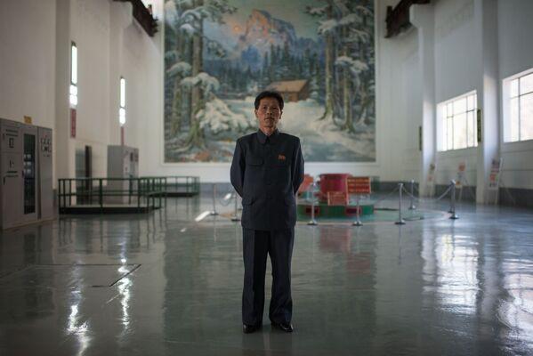 El ingeniero principal de la central eléctrica Wonsan, Choe Yong-Jun. - Sputnik Mundo