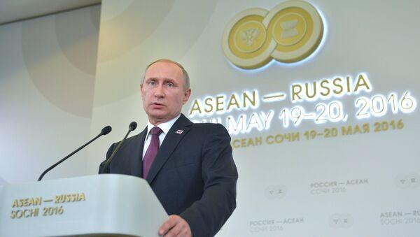 Vladímir Putin, presidente de Rusia, durante la cumbre de Rusia-ASEAN de 2016 (archivo) - Sputnik Mundo