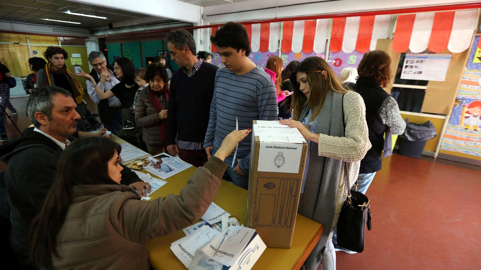 Los argentinos votan en las PASO en Buenos Aires, Argentina - Sputnik Mundo, 1920, 23.08.2021
