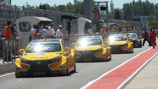 Los Lada Vesta TC1 del equipo Lada Sport Rosneft durante las carreras WTCC (archivo) - Sputnik Mundo
