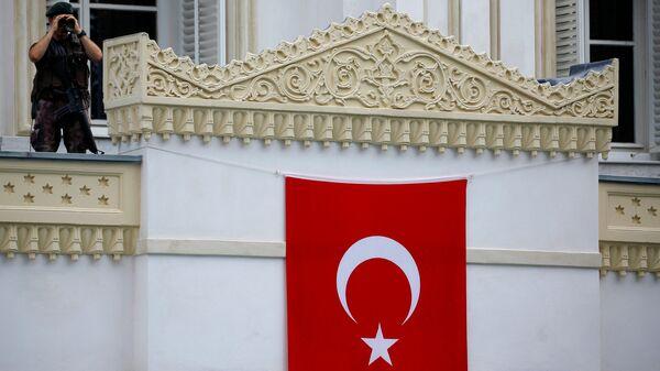 Un policía turco (imagen referencial) - Sputnik Mundo