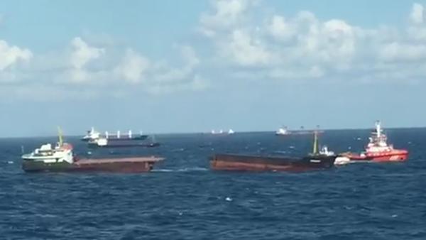 Carguero Leonardo partido en el mar Negro, 27 de agosto de 2017 - Sputnik Mundo
