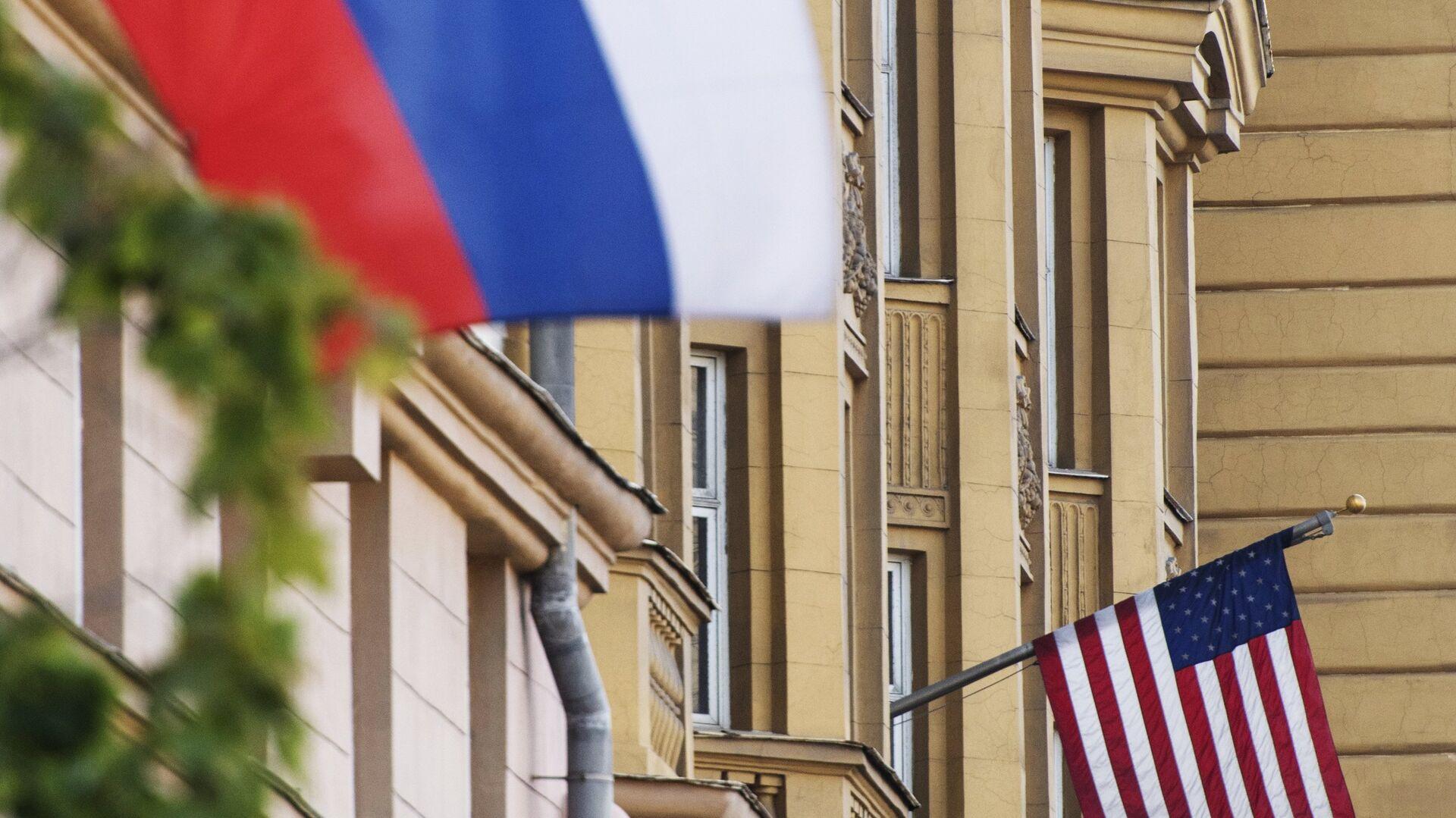 Banderas de Rusia y EEUU - Sputnik Mundo, 1920, 30.03.2021