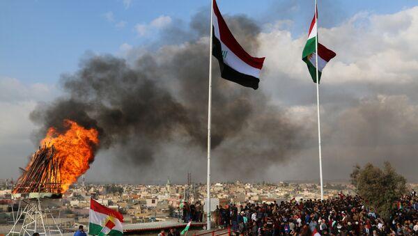 Las banderas de Irak y Kurdistán en la ciudad de Kirkuk (archivo) - Sputnik Mundo