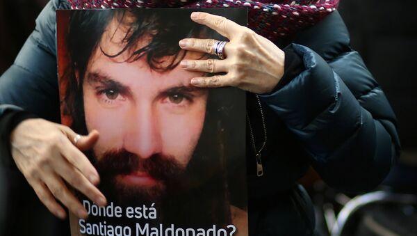 Un cartel con la imagen de Santiago Maldonado, activista argentino desaparecido (archivo) - Sputnik Mundo