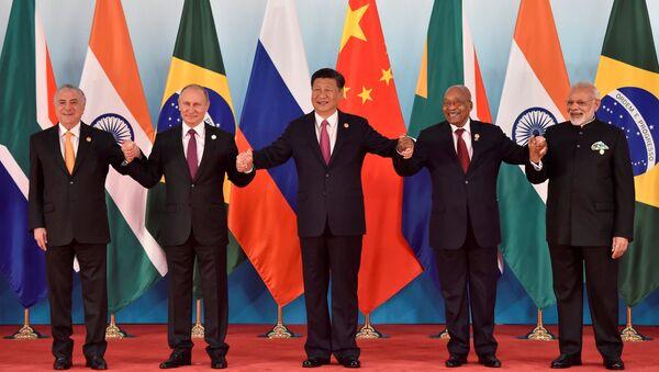Los líderes de los BRICS: Michel Temer, Vladimir Putin, Xi Jinping, Jacob Zuma y Narendra Modi (archivo) - Sputnik Mundo