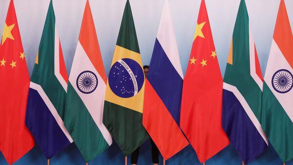 Banderas de los BRICS (archivo) - Sputnik Mundo