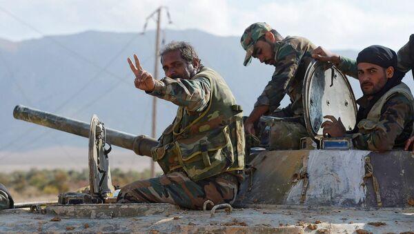 Los soldados del Ejército sirio cerca de Deir Ezzor - Sputnik Mundo