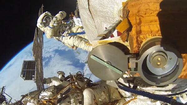 Caminata espacial de Fiódor Yurchijin y Serguéi Riazanski - Sputnik Mundo