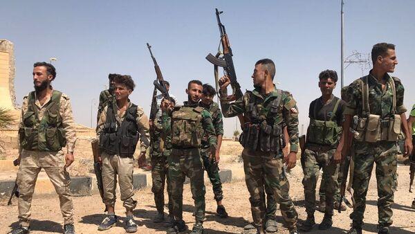 Soldados sirios tras la ruptura del asedio de Deir Ezzor - Sputnik Mundo