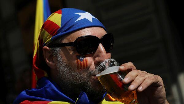 Un simpatizante del referéndum de autodeterminación de Cataluña - Sputnik Mundo