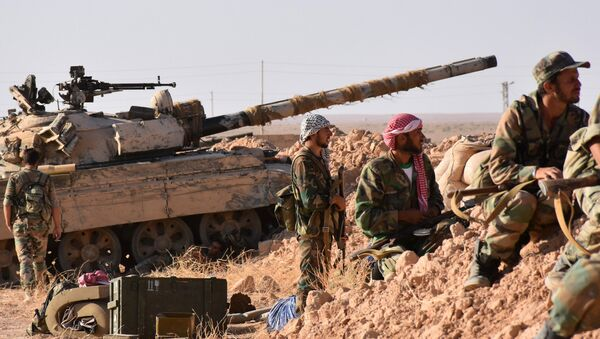 Tropas gubernamentales sirias en las afueras de Deir Ezzor - Sputnik Mundo