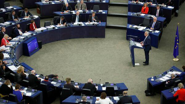 Presidente de la Comisión Europea, Jean-Claude Juncker, durante una sesión plenaria del Parlamento Europeo - Sputnik Mundo