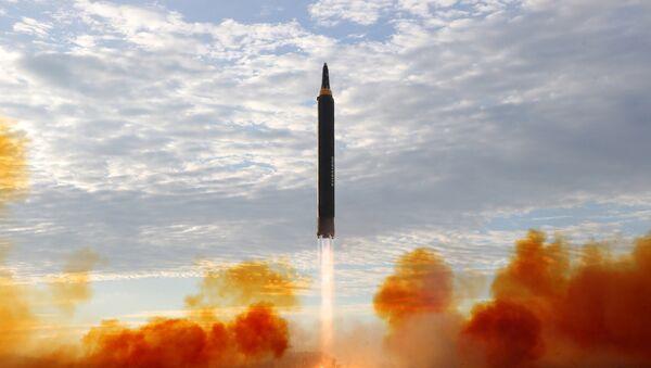 Lanzamiento de un misil por Corea del Norte - Sputnik Mundo