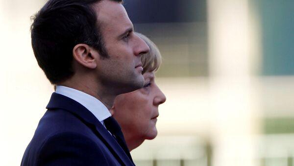 El presidente de Francia, Emmanuel Macron, y la canciller alemana, Angela Merkel - Sputnik Mundo