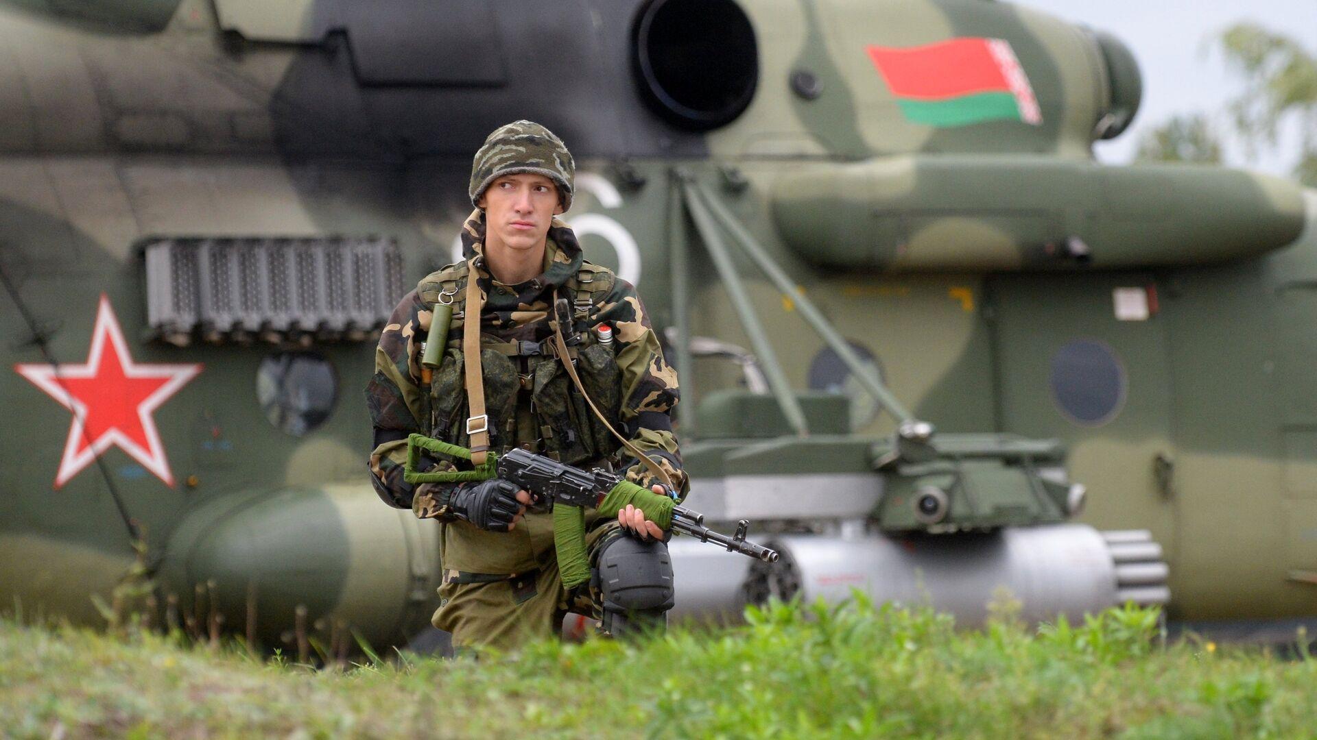 Militar bielorruso durante los ejercicios militares ruso-bielorrusos Zapad 2017 - Sputnik Mundo, 1920, 23.02.2021