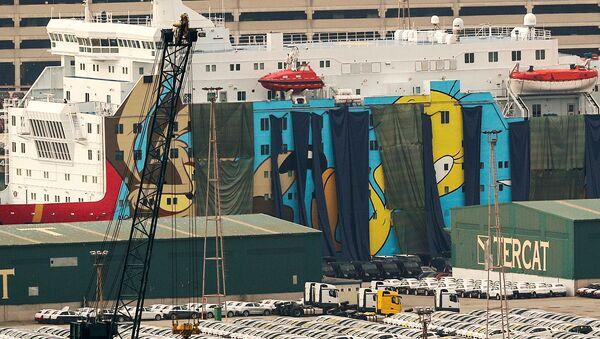 El crucero Mody Dada cubierto con lonas - Sputnik Mundo