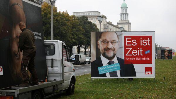 El cartel del Partido Socialdemócrata de Alemania (SPD) con el retrato de su líder, Martin Schulz - Sputnik Mundo
