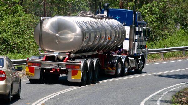 Un camión cisterna (imagen referencial) - Sputnik Mundo