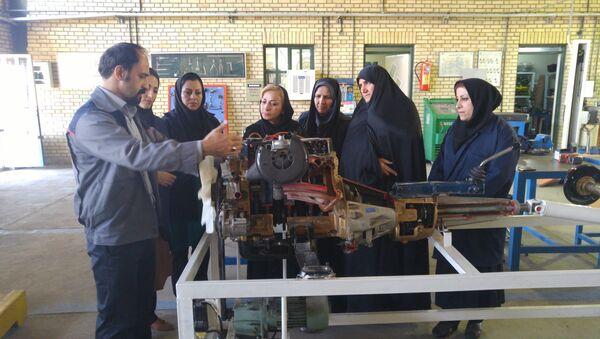 Mujeres mecánicas en Irán - Sputnik Mundo