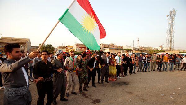 Kurdos celebrando durante el día del referéndum para la independencia del Kurdistán iraquí - Sputnik Mundo