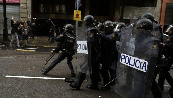 Policía Nacional española en Cataluña - Sputnik Mundo