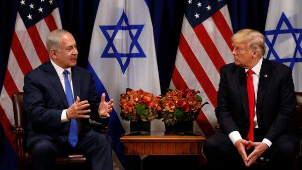 Primer ministro de IsraelBenjamin Netanyahu, y presidente de EEUU, Donald Trump - Sputnik Mundo