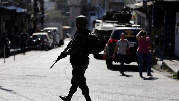 Fuerzas Armadas de Brasil en la favela Rocinha - Sputnik Mundo