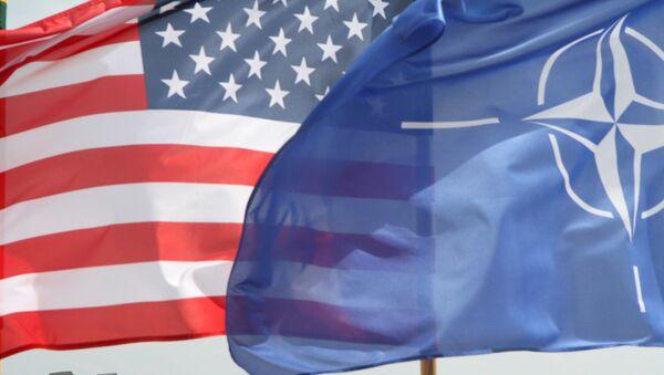 Las banderas de EEUU y de la OTAN - Sputnik Mundo