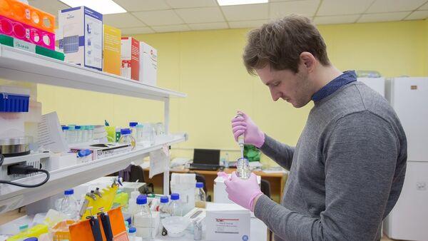 Un científico de la Universidad Politécnica Pedro el Grande de San Petersburgo (SPbPU) - Sputnik Mundo