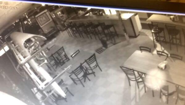Graban a un 'fantasma' en un restaurante de EEUU - Sputnik Mundo