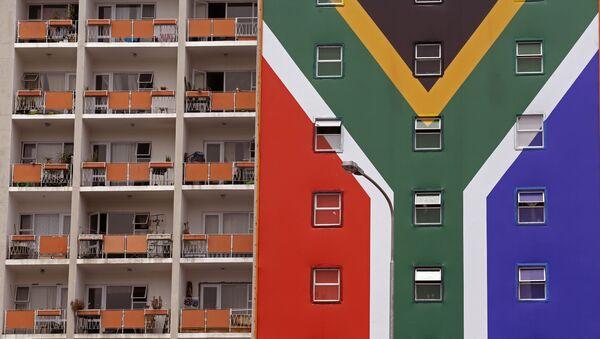 Una casa con la bandera de Sudáfrica - Sputnik Mundo