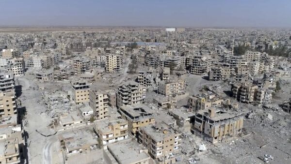 Al Raqa destruida - Sputnik Mundo