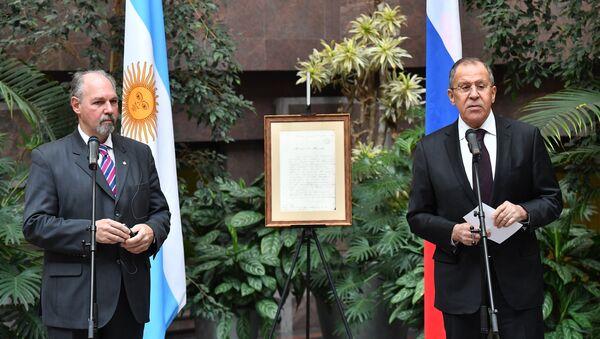 Embajador argentino en Rusia, Ricardo Lagorio y ministro ruso de Asuntos Exteriores, Serguéi Lavrov - Sputnik Mundo