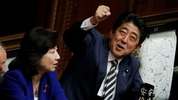 Shinzo Abe reelegido primer ministro de Japón - Sputnik Mundo