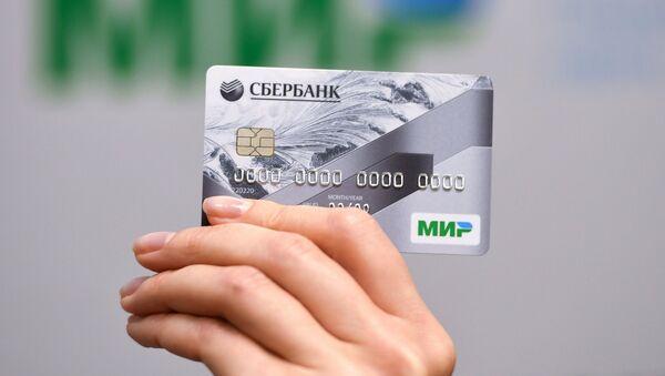 La tarjeta del sistema de pago nacional ruso Mir - Sputnik Mundo