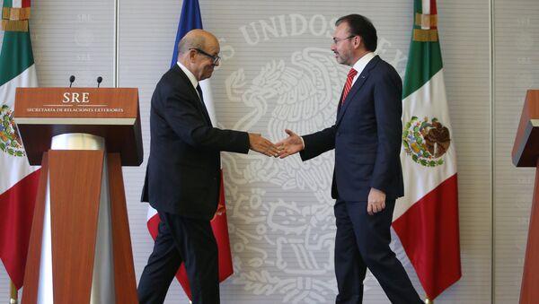 El ministro de Asuntos Exteriores de Francia, Jean-Yves Le Drian, y el canciller mexicano, Luis Videgaray - Sputnik Mundo