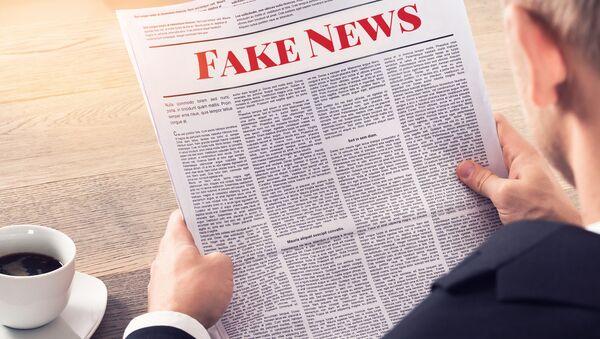 Un periódico de 'fake news' (imagen ilustrativa) - Sputnik Mundo