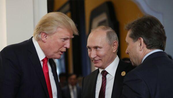 El presidente de EEUU, Donald Trump, y su homólogo ruso, Vladímir Putin (archivo) - Sputnik Mundo