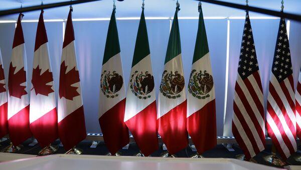 Banderas de EEUU, México y Canadá (archivo) - Sputnik Mundo