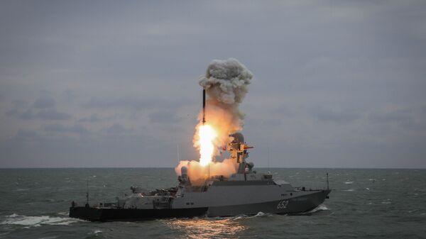 Lanzamiento del misil Kalibr (archivo) - Sputnik Mundo