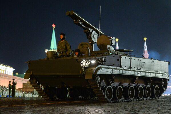 El cazatanques 9P157-2 Khrizantema-S (del ruso 'crisantemo') es un vehículo que, como su nombre indica, tiene como misión la destrucción de todo tipo de blindados enemigos. Es básicamente un lanzamisiles 9M123 colocado sobre el chasis de un BMP-3. Sus proyectiles supersónicos pueden destruir los más novedosos tanques de la actualidad, como los M1 Abrams o el Leopard 2, así como aeronaves que vuelen a baja altura. - Sputnik Mundo