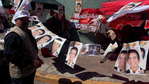 Retratos del candidato opositor Salvador Nasralla en Honduras - Sputnik Mundo