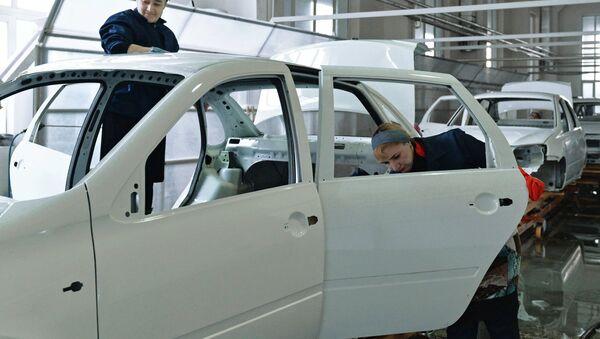 Línea de producción de los Lada Granta - Sputnik Mundo